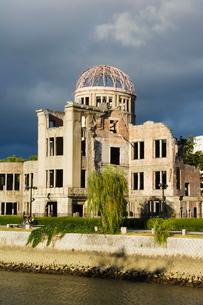 Memorial Atomic A Bomb Site at Hiroshima Peace Park, Hiroshima City, Hiroshima Prefecture, Honshu Isの写真素材 [FYI03767407]