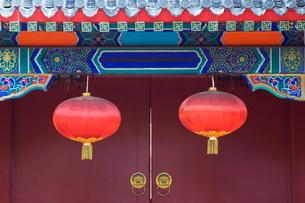 Decorative lanterns at the Forbidden City, Beijingの写真素材 [FYI03767445]