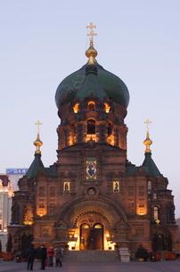 St. Sophia Russian Orthodox Church illuminated at night, built in 1907 in the Daoliqu area, Harbin,の写真素材 [FYI03767473]