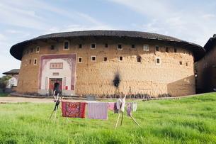 Hakka Tulou round earth buildings, Fujian Provinceの写真素材 [FYI03767493]