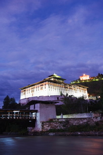 Paro Rinpung Dzong dating from 1644, Paro, Bhutanの写真素材 [FYI03767646]