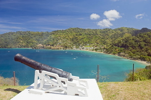 A cannon at Fort Campbelton, Man of War Bay, Charlotteville, Tobago, Trinidad and Tobago, Caribbeanの写真素材 [FYI03767699]