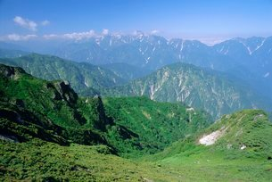 View along the hiking trails of Mt. Hakuba, Northern Alps, Japanの写真素材 [FYI03767748]