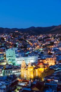 Basilica de Nuestra Senora de Guanajuato and University building, Guanajuato, Guanajuato state, Mexiの写真素材 [FYI03767768]