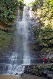 Rappelling on Juan Curi waterfall, adventure sports capital of Colombia, San Gil, Colombiaの写真素材 [FYI03767814]