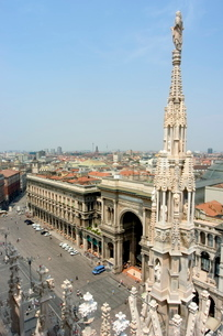 Rooftop spire of Duomo Cathedral and city, Milan, Lombardyの写真素材 [FYI03767878]