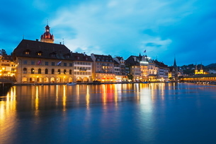 Waterfront of the Old Town on the Reuss River, Lucerneの写真素材 [FYI03767887]
