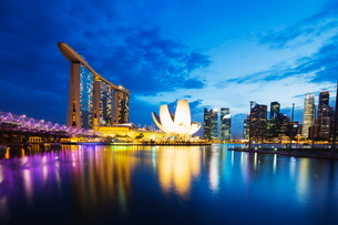 Marina Bay Sands Hotel and Arts Science Museum, Singapore, Southeast Asiaの写真素材 [FYI03767901]
