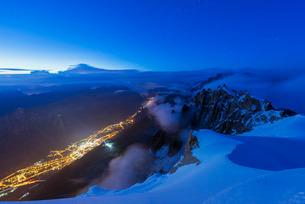 Chamonix from Aiguille du Midi, Rhone Alps, Haute Savoieの写真素材 [FYI03767985]