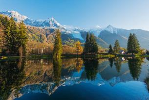 Lacs des Gaillands, Chamonix Valley, Rhone Alps, Haute Savoieの写真素材 [FYI03767997]