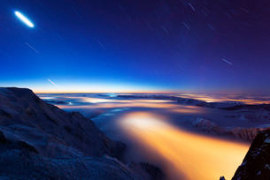 Sea of clouds weather inversion over Chamonix valley, star and moon light trails, Chamonix, Rhone Alの写真素材 [FYI03768055]
