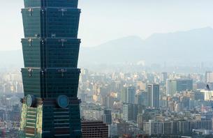 Taipei 101 building, Taipei, Taiwanの写真素材 [FYI03768086]