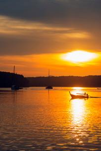 Krabi estuary sunrise, Krabi, Thailand, Southeast Asiaの写真素材 [FYI03768102]