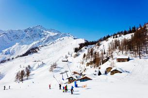 Courmayeur ski resort, Aosta Valley, Italian Alpsの写真素材 [FYI03768105]