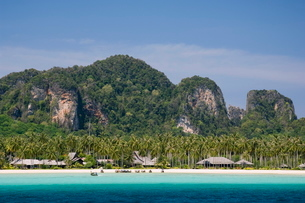 Loh Bakao beach, Phi Phi Don Island, Thailand, Southeast Asiaの写真素材 [FYI03768191]
