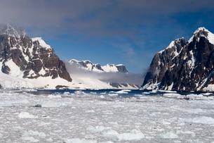 Lemaire Channel, Antarctic Peninsula, Antarcticaの写真素材 [FYI03768202]