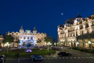 Place du Casino at dusk, Monte Carlo, Monacoの写真素材 [FYI03768332]
