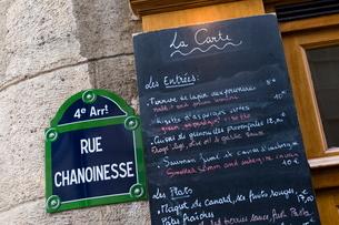 Brasserie au Bougnat, Rue Chanoinesse, Ile de la Cite, Parisの写真素材 [FYI03768376]