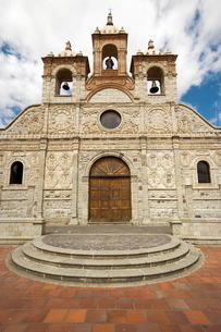 Baroque mestizo limestone facade of the Cathedral in this colonial-style provincial capital, Riobambの写真素材 [FYI03768822]