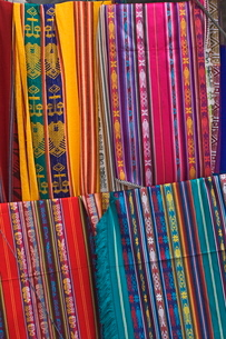 Colourful indigenous-style textiles on sale in the provincial capital, Riobamba, Chimborazo Provinceの写真素材 [FYI03768832]