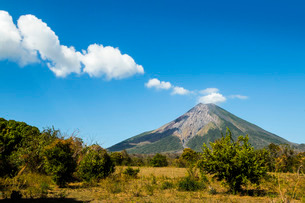The 1610m active Volcan Concepcion, greater of two volcanoes that form popular Omotepe Island (Islaの写真素材 [FYI03768870]