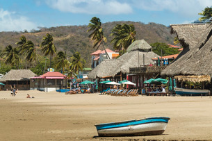 Little boat on the beach at this popular tourist hub for the southern surf coast, San Juan del Sur,の写真素材 [FYI03768895]