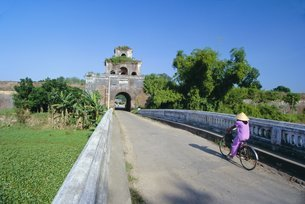 Walls of the citadel, historic former political capital, Hue, central Vietnam, Indochina, Southeastの写真素材 [FYI03768920]