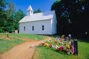 Primitive wooden Baptist church (built in 1887), in the old pioneer community at Cades Cove, Great Sの写真素材 [FYI03768929]