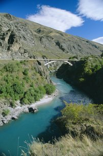 The Kawarau River, a popular site for jet-boating and rafting, near Queenstown, western Otago, Southの写真素材 [FYI03768962]