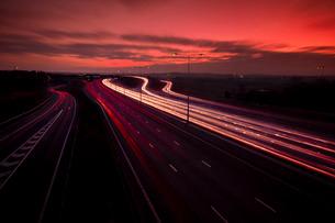 M25 motorway light trails at Dartford Crossing under dramatic sky, Kentの写真素材 [FYI03768987]