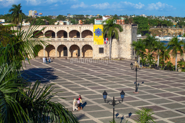 Plaza Espana, Alcazar de Colon, Colonial Zone, Santo Domingo, Dominican Republic, Caribbeanの写真素材 [FYI03769060]