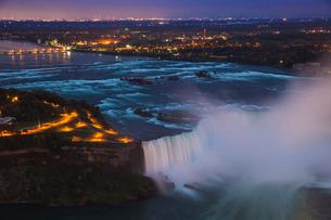 View of Horseshoe Falls, Niagara Falls, Niagara, border of New York State, and Ontarioの写真素材 [FYI03769063]