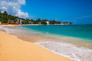 Unawatuna Beach, a beautiful sandy beach on the South Coast of Sri Lankaの写真素材 [FYI03769206]