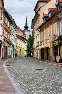Cobbled street, Ljubljana, Sloveniaの写真素材 [FYI03769362]