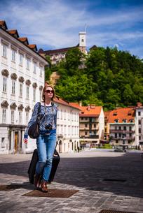 Tourist with suitcase, Ljubljana, Sloveniaの写真素材 [FYI03769368]