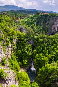 Velika Dolina (Big Valley), a town above the Skocjan Caves, in the Karst Region (Kras Region) of Sloの写真素材 [FYI03769376]