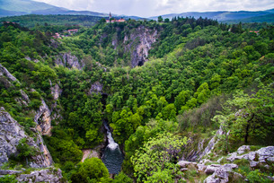 Velika Dolina (Big Valley), a town above the Skocjan Caves, in the Karst Region (Kras Region) of Sloの写真素材 [FYI03769377]