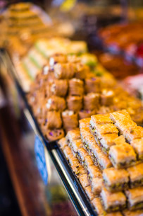 Baklava, a traditional Turkish sweet pastry in The Grand Bazaar, Istanbul, Turkeyの写真素材 [FYI03769389]