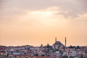 Hilltop mosque at sunset, Istanbul, Turkeyの写真素材 [FYI03769393]