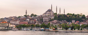 Suleymaniye Mosque, seen across Golden Horn, Istanbul, Turkeyの写真素材 [FYI03769407]