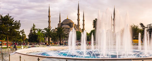 Blue Mosque (Sultan Ahmed Mosque), and fountain in Sultanahmet Park, Istanbul, Turkeyの写真素材 [FYI03769410]