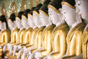 Some of the 45 large Buddha Images at Umin Thounzeh, a Buddhist temple on Sagaing Hill, Mandalayの写真素材 [FYI03769431]