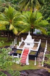 Isurumuniya Vihara, a Buddhist cave temple in the Cultural Triangle, Anuradhapura, Sri Lankaの写真素材 [FYI03769576]