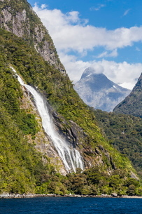 Lady Bowen Waterfall in Milford Sound, Fiordland National Park, South Island, New Zealandの写真素材 [FYI03769730]