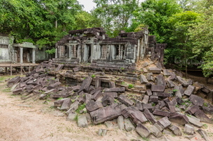 Beng Mealea Temple, overgrown and falling down, Angkor, Siem Reap Province, Cambodia, Indochina, Souの写真素材 [FYI03769810]