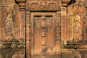 Bas-relief at Banteay Srei Temple in Angkor, Siem Reap Province, Cambodia, Indochina, Southeast Asiaの写真素材 [FYI03769817]
