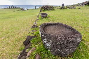 House foundation and seven moai in the Tahai Archaeological Zone on Easter Island (Isla de Pascua) (の写真素材 [FYI03769822]