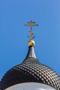 Orthodox church domed spires in the capital city of Tallinn, Estoniaの写真素材 [FYI03769891]