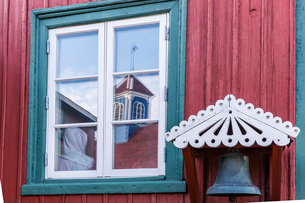 Brightly painted house reflected in window in Sisimiut, Greenlandの写真素材 [FYI03769971]