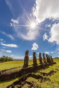 Seven Moai at Ahu Akivi, the first restored altar, Rapa Nui National Park, Easter Island (Isla de Paの写真素材 [FYI03770048]